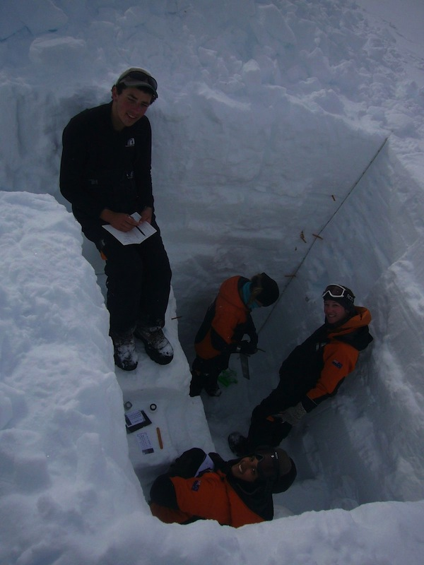 Digging snow pits in Antarctica to measure the accumulation of snow in recent years and measure changes in its density as it is compressed until it forms ice. Photo: Jay McKenzie