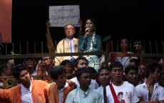 Aung_San_Suu_Kyi_speaking_to_supporters_at_National_League_for_Democracy_(NLD)_headquarter