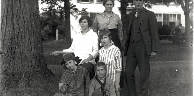 Robert Frost with Family in Bridgewater, New Hampshire (1915) - courtesy Plymouth State University