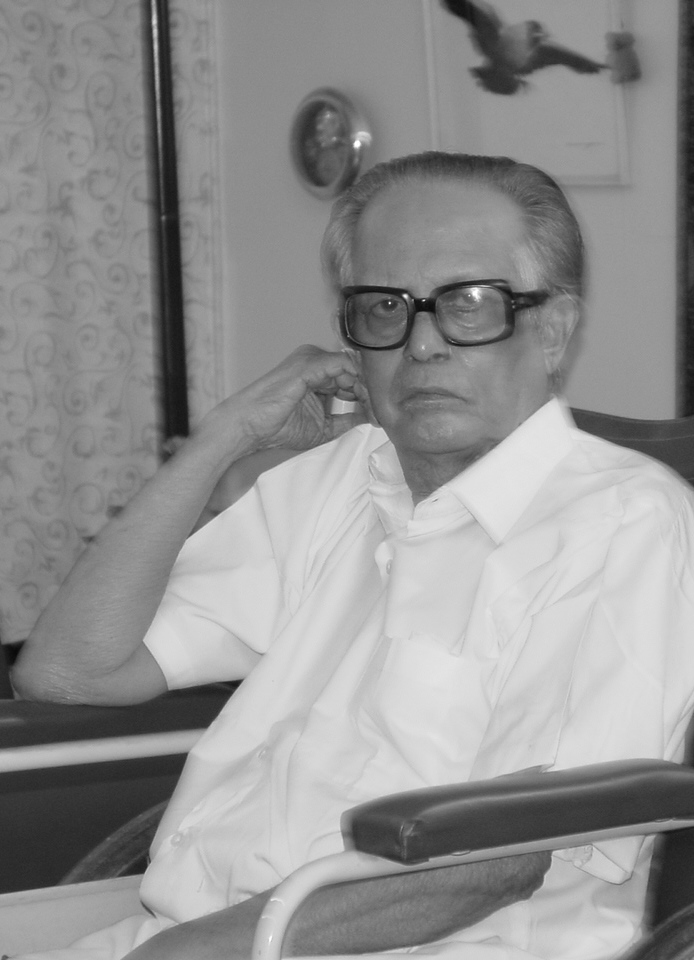 R. K. Laxman at home in Mumbai, 2003. Photo: Ritu Gairola Khanduri