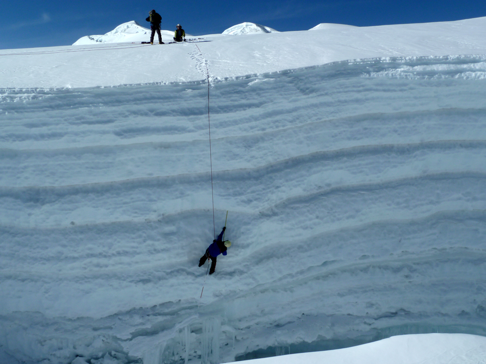 Measurement of snow and firn layers on Suyuparina glacier, southern Peru. Photo: Christian Huggel.