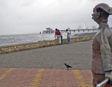 rk-laxman-beach-sculpture
