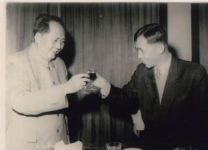 Le Duan toasting with Mao