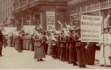 800px-Women's_Suffrage_pilgrims_in_Liverpool,_1913_(25756508088)