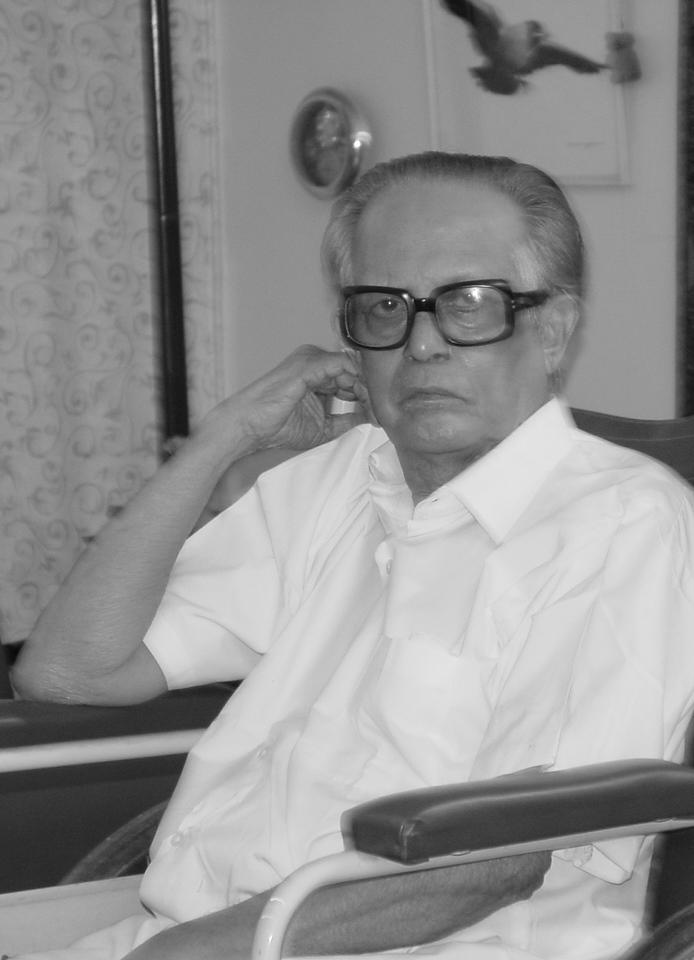 R. K. Laxman at home in Mumbai, 2003. Photo: Ritu Gairola Khanduri