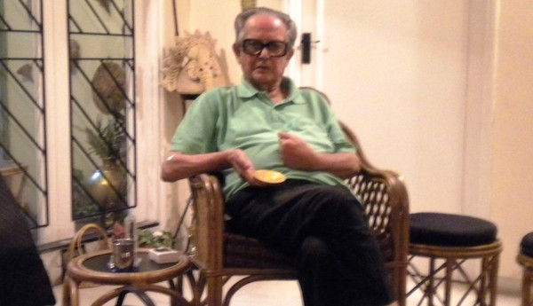 R. K. Laxman at his home in Pune with the Magsaysay medal. 2009. Photo Ritu Gairola Khanduri