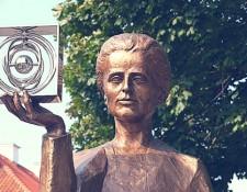 Marie Skłodowskiej-Curie statuue at Warsaw